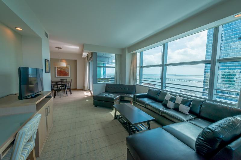 Luxury 2br/2ba At The Conrad Hilton In Brickell, vacation rental in Miami