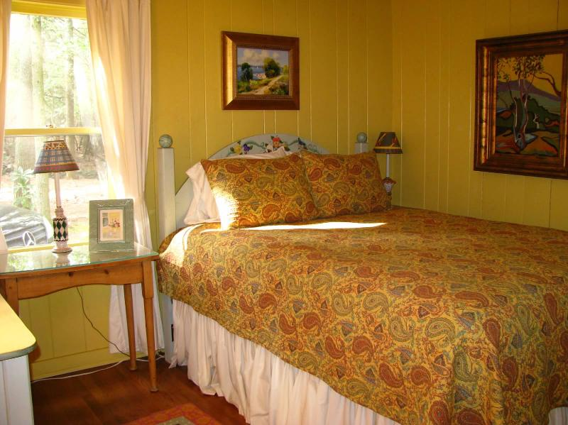 2nd bedroom offers queen bed
