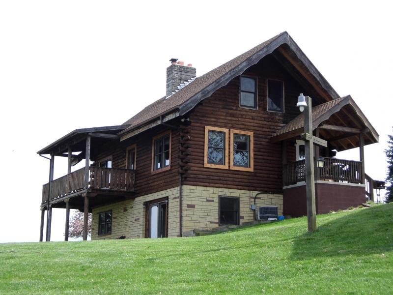 Hidden Hills Cabin near Smoke Hole, holiday rental in Mathias