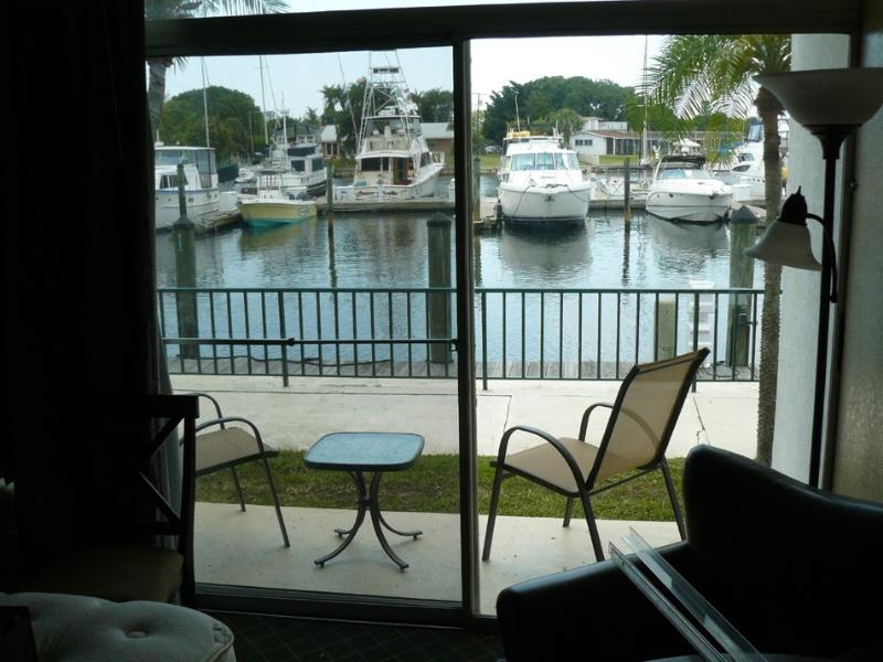 Waterfront 2BR 2 Bath Suite at the Sara Bay Marina, holiday rental in Sarasota