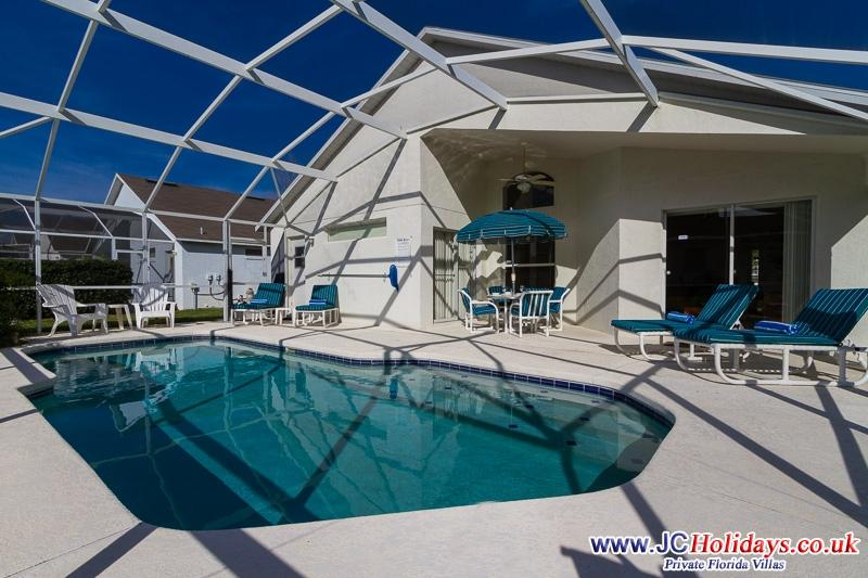 ***FANTASTIC*** LUXURY 4Bed3bath South Facing Pool, location de vacances à Davenport