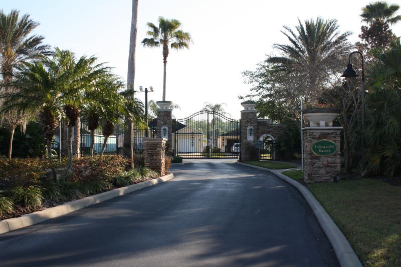 Beautiful, safe, tranquil, gated community with 94 homes; 3 min from everything!