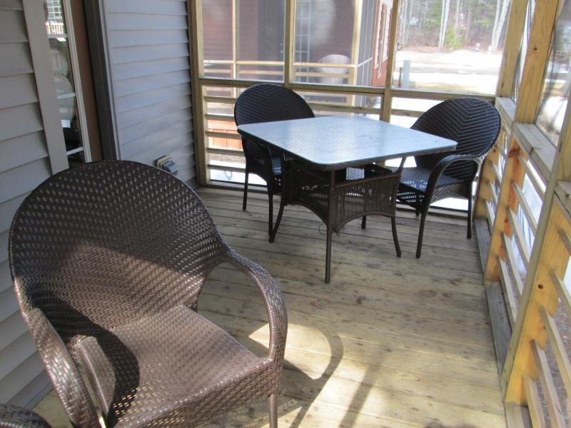 Screened in dining room porch.