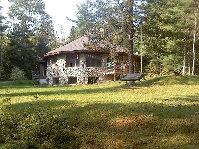 The Round House on 53 Private Wooded Acres 10 minutes from Belfast, holiday rental in Searsport