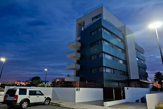 Beautiful 2 Bedroom Apartment in Marina Botafoch, holiday rental in Cala Llonga