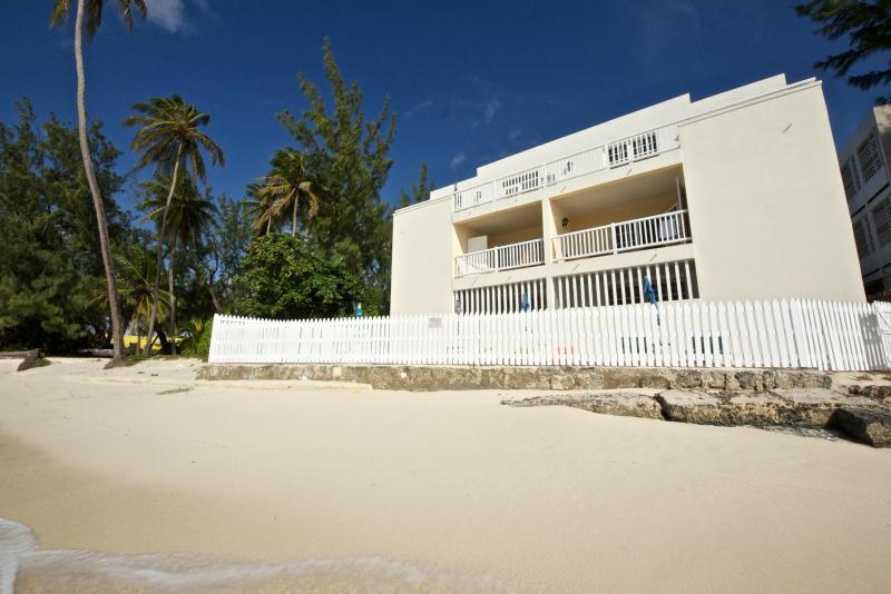 droit emplacement unique sur la plage Maxwell, se sont installés sur les plages de la nature et de corail idyllique.