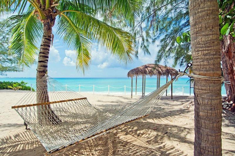 Sea Breeze 5 luxury 4 bedroom on SMB, alquiler de vacaciones en Playa de Siete Millas