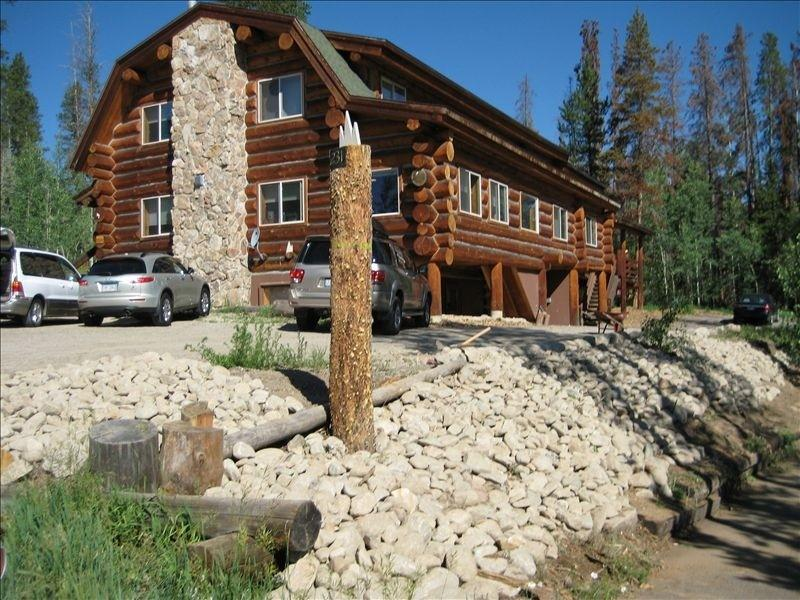 Our North Lodge sleeps 20 Our South Lodge sleeps 21 or both sleeps 40+ Perfect for FAMILY REUNIONS