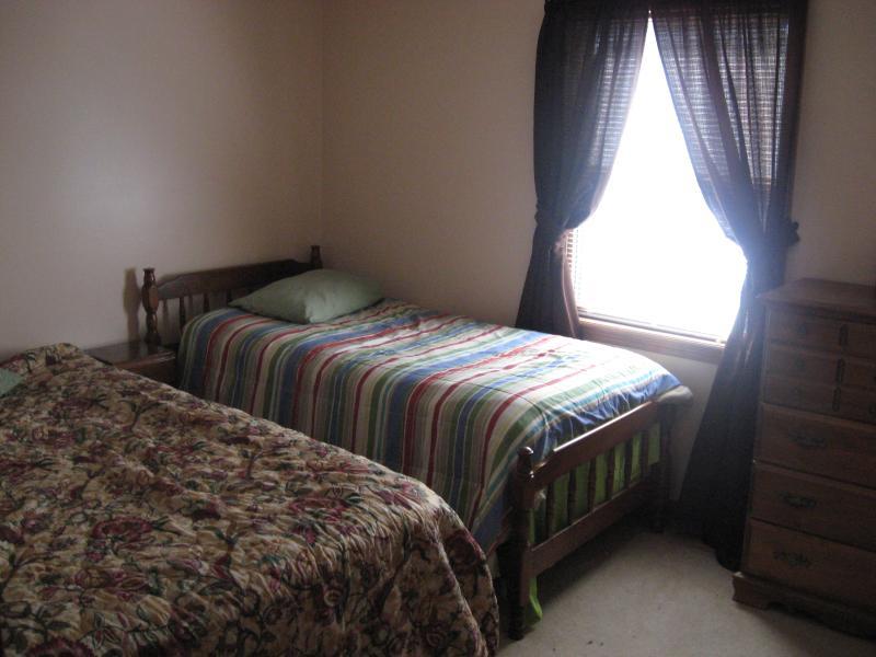 Bedroom 2  1 Queen and 1 twin