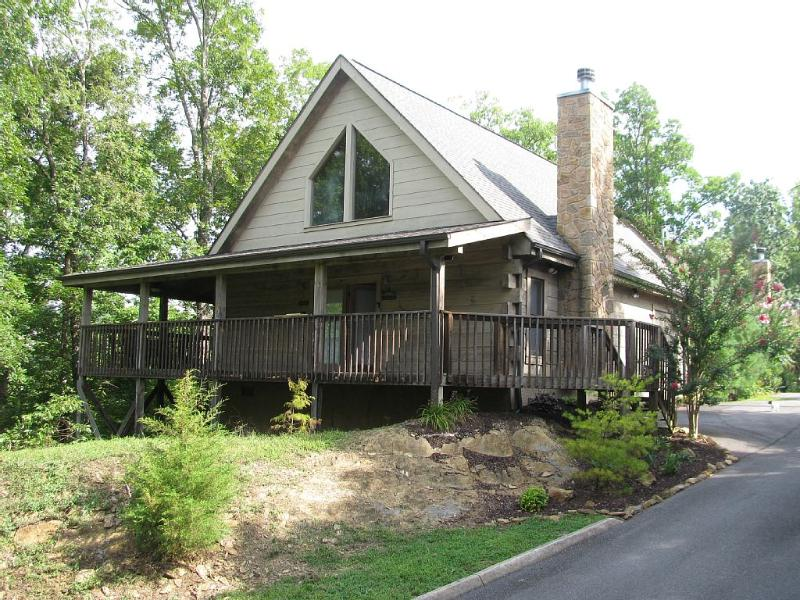 Honey Pine Lodge! No Hassle Check-in! 2 Bedroom/2 Bath, Hot Tub, vacation rental in Kodak