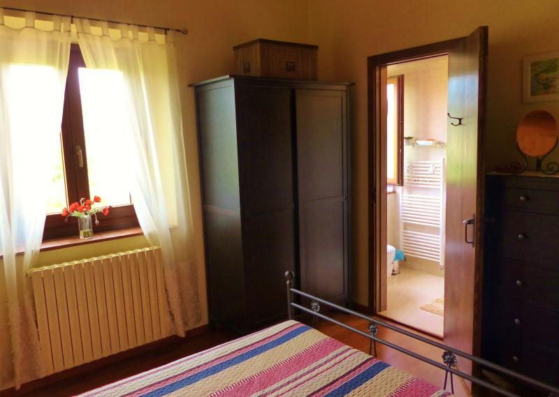 RONDINE bedroom - double wardrobe, chest of drawers and modern en-suite bathroom