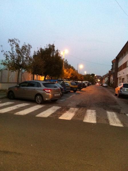 le parking au coin de notre rue