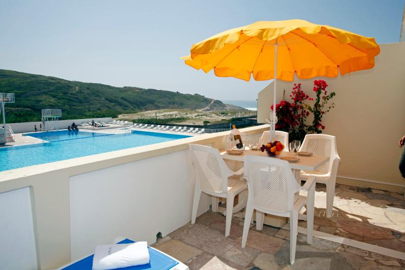 2-Bedroom Apartment Seaside in Sintra, holiday rental in Colares