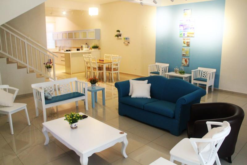 The Bliss Malacca Santorini House, holiday rental in Melaka