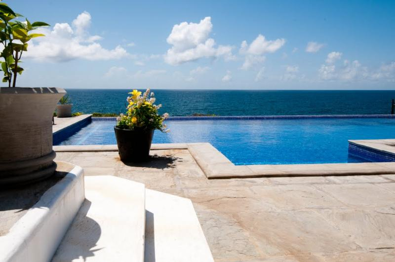 Amazing views, close to beaches, restaurants. Large villa with infinity pool.