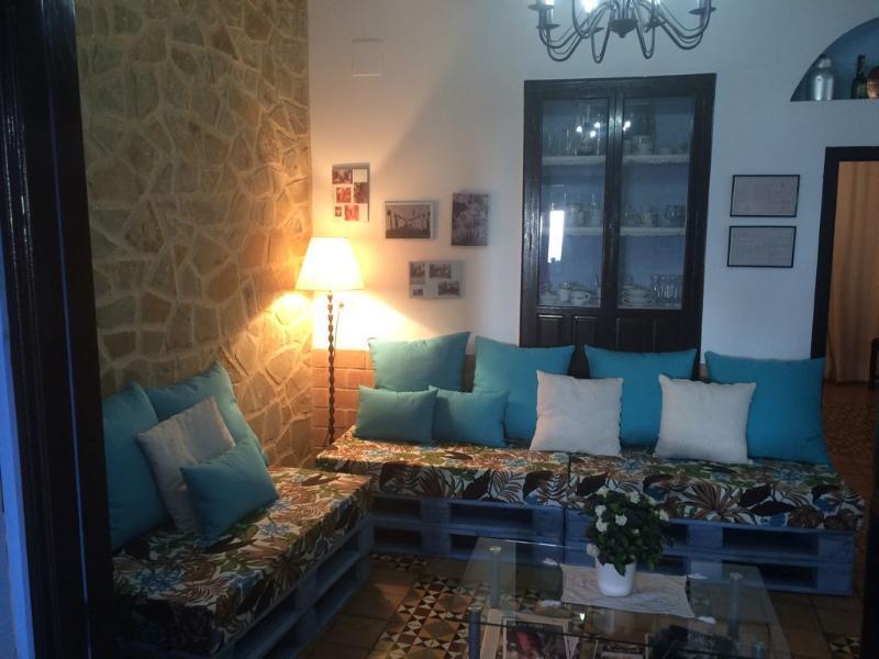 Salón con nuevo sofá de palets
