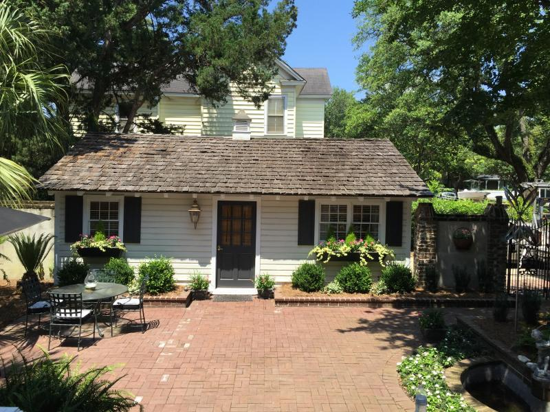 Charming Guest cottage in the heart of Historic Georgetown.