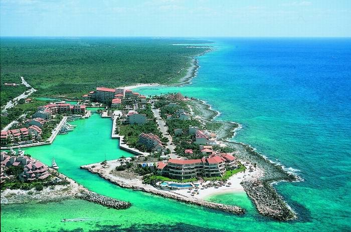 Spectacular Puerto Aventuras on the Caribbean Sea