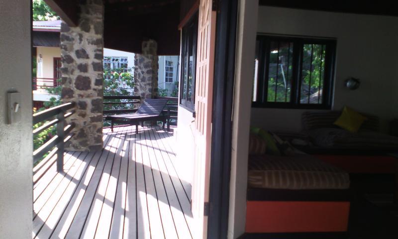 Chrissie Echo Cottage, aluguéis de temporada em Cas En Bas