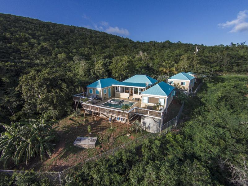 Beautiful 2 Bedroom Home with Pool, view Ocean, Ferienwohnung in Charlotte Amalie