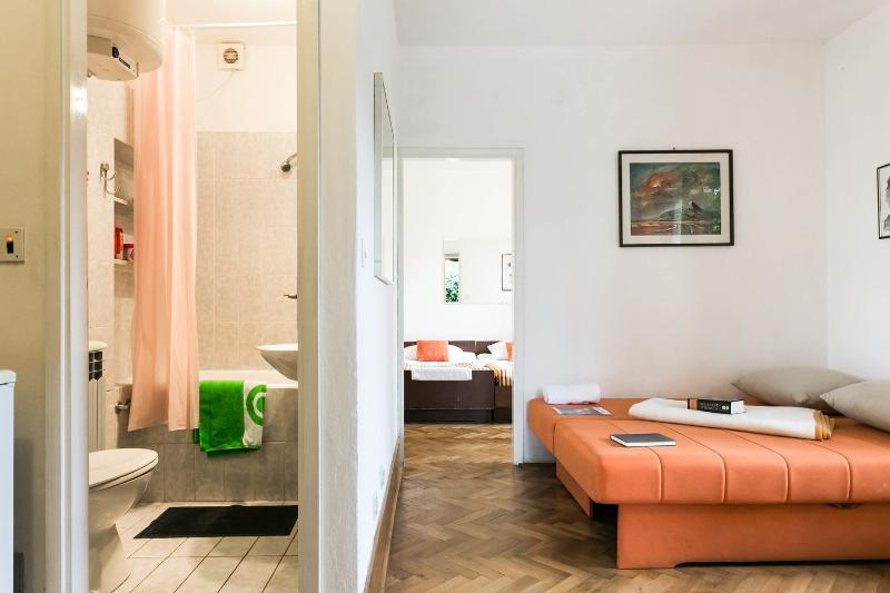 Bathrom / Bedroom / Living room