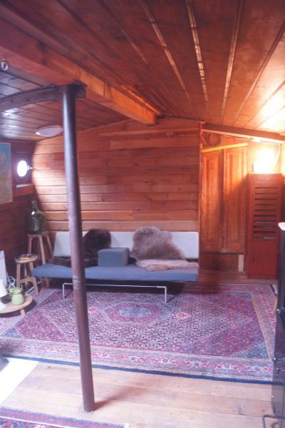 Houseboat Vertrouwen - living room
