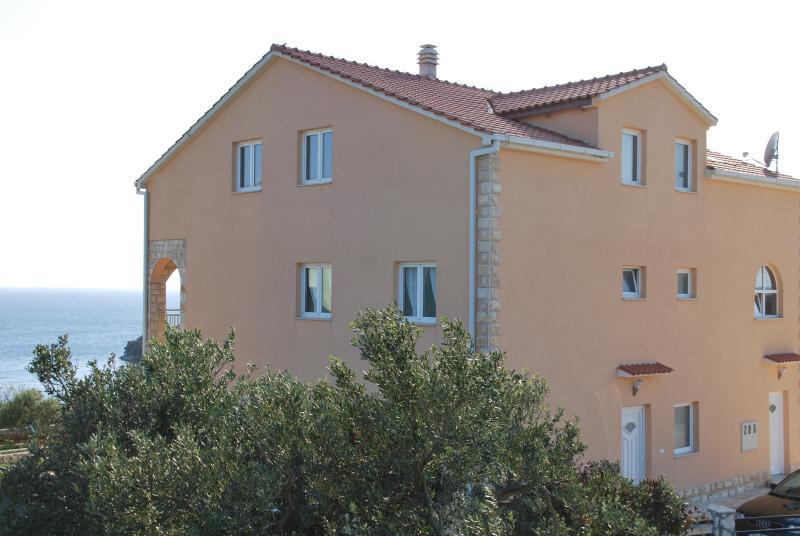 A2 Ferienwohnung Villa Lunaris, vacation rental in Maslinica
