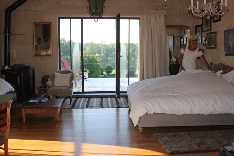Gîte de charme tout confort duplex avec terrasse situé au cœur d'un village campagnard pittoresque.