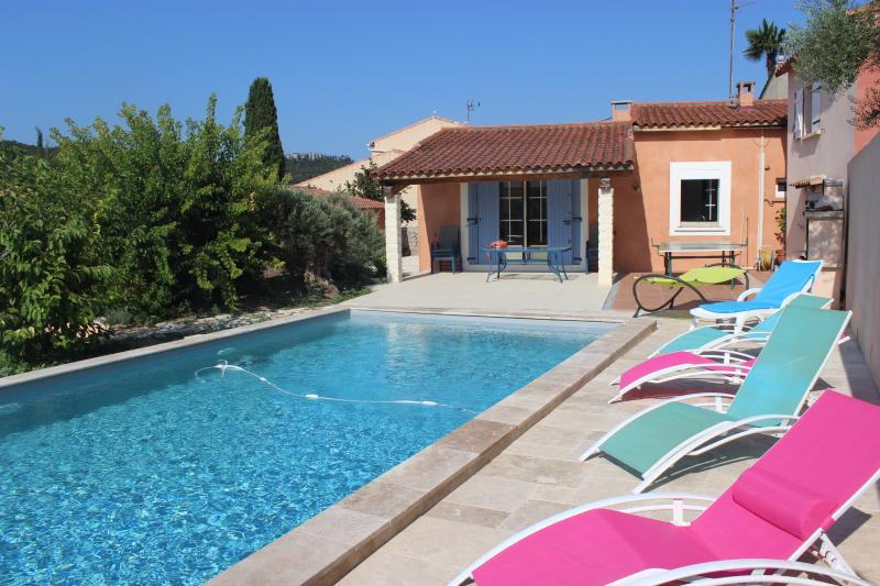 villa piscine au sel à 6 km des plages & calanques, alquiler vacacional en Roquefort-la-Bedoule