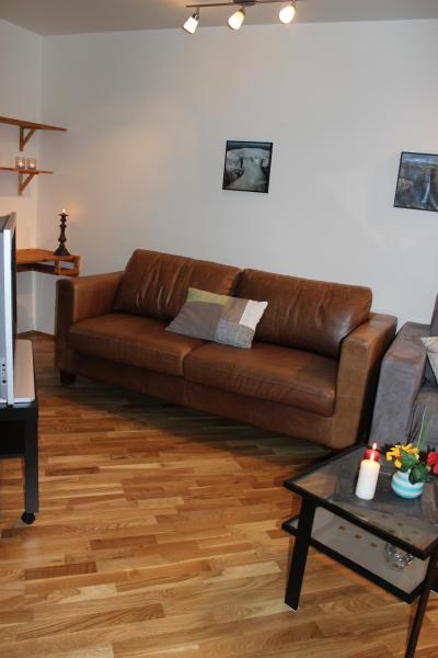 Beautiful apartment close to the center of Egilsstadir with beds for up to 4 guests.
