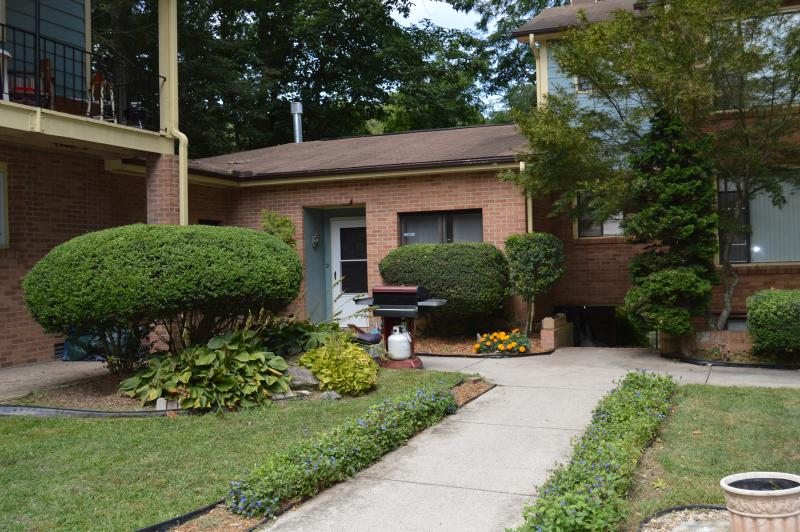1800 Sq. Ft. comfort Apt., manager's unit, handicap accessible, with views to lake and park at rear