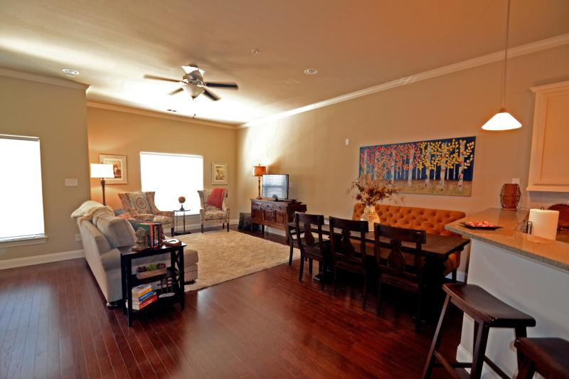 Downtown Plano Townhome - Big as Texas!, vacation rental in Allen