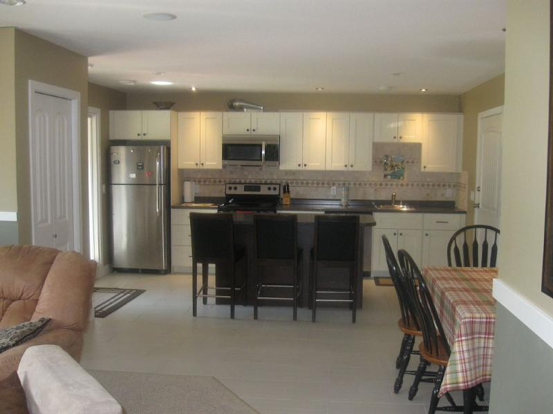 Spacious Suite with Fully Equipped Kitchen & Island