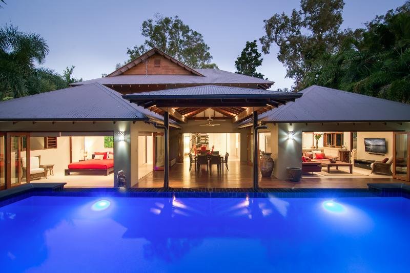Port Douglas Luxury Home - Sisanya, vacation rental in Port Douglas