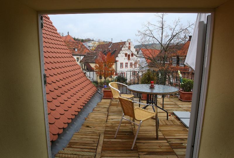 Dach Terrasse der kleinen Pfülben Wohnung-Frühstücken über den Dächern von Randersacker