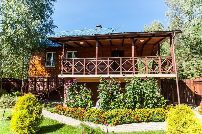 100% natural wooden villa up to 20 guests, alquiler vacacional en Minsk