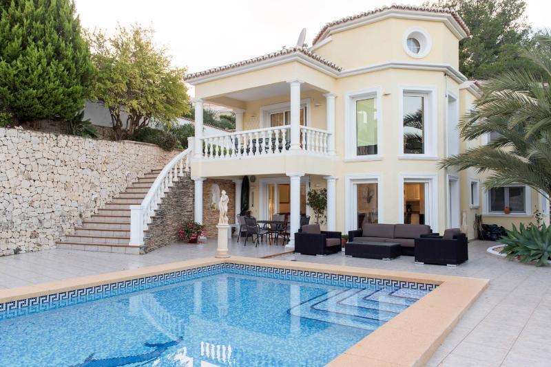 Casa Alegria - Benissa- large 10x5m pool, vacation rental in Benissa