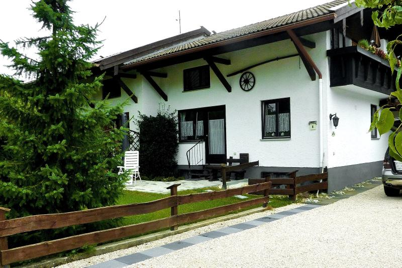 Haus Monika im Luftkurort Übersee im Chiemgau., holiday rental in Bad Endorf