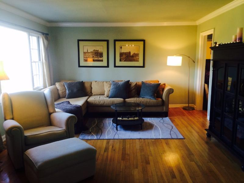 Charming, Safe, Buckhead Bungalow plus more, holiday rental in Atlanta