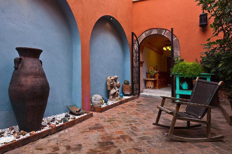 courtyard Moorish arches