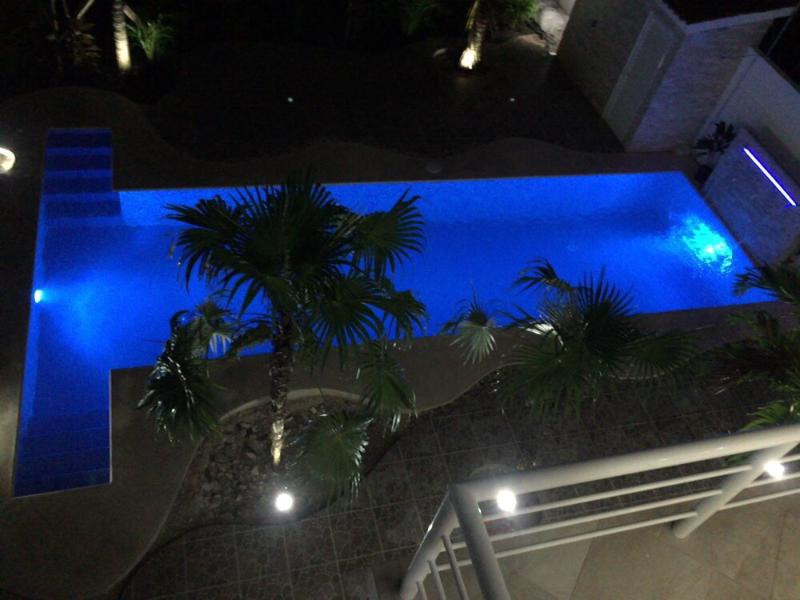 30'x 10' piscina, cascada con cascada de luz