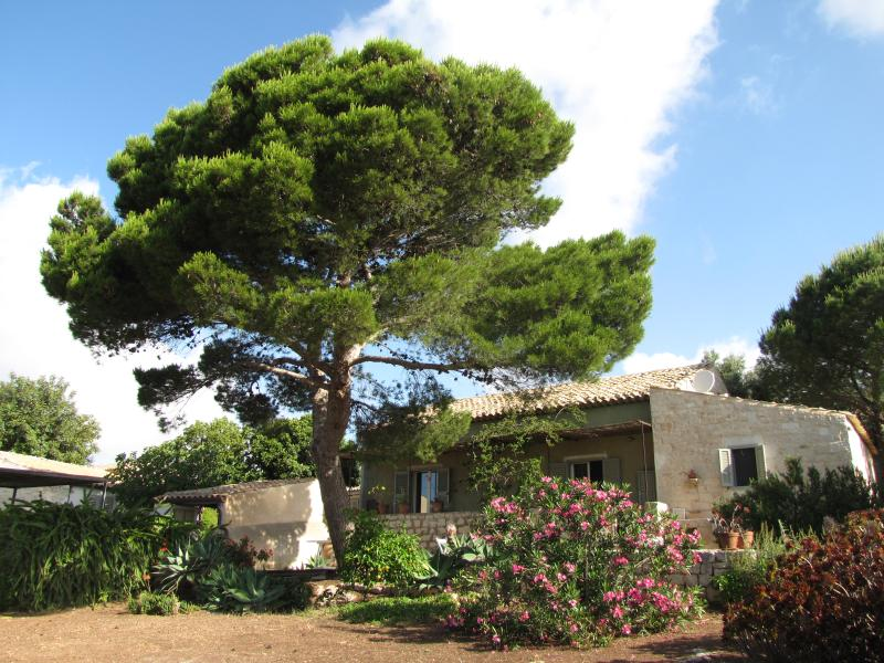 Countryside Villa with sea view, casa vacanza a Sampieri