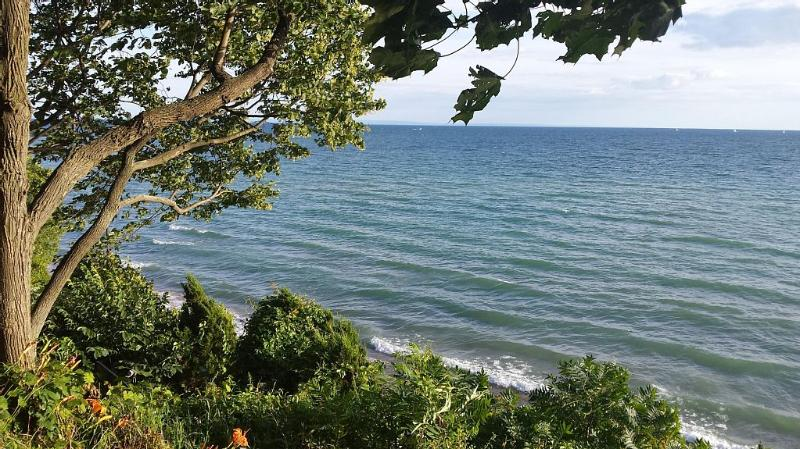 EXCLUSIVE LUXURY WATERFRONT PROPERTY, vacation rental in Port Colborne