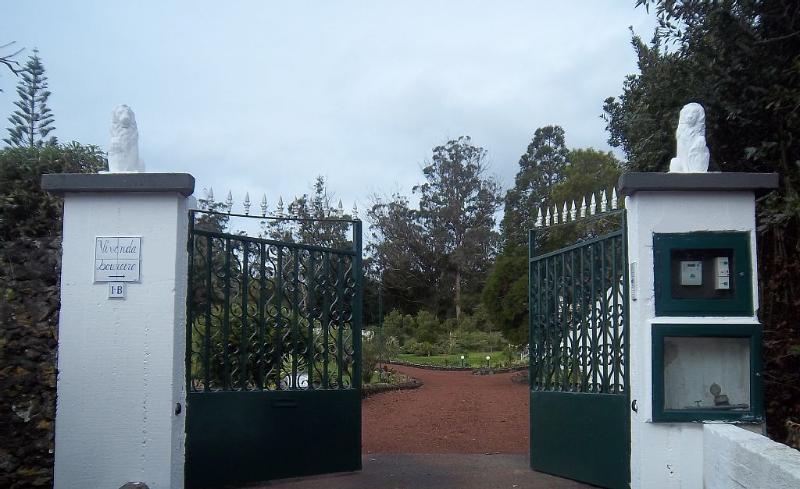 Main entrance to the Vivendas Loureiro