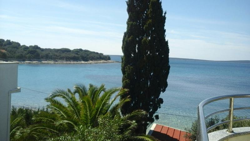 2 m from the Sea!, casa vacanza a Silba