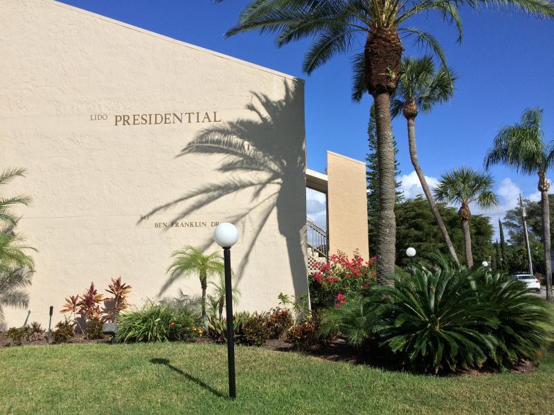 Presidential garden unit