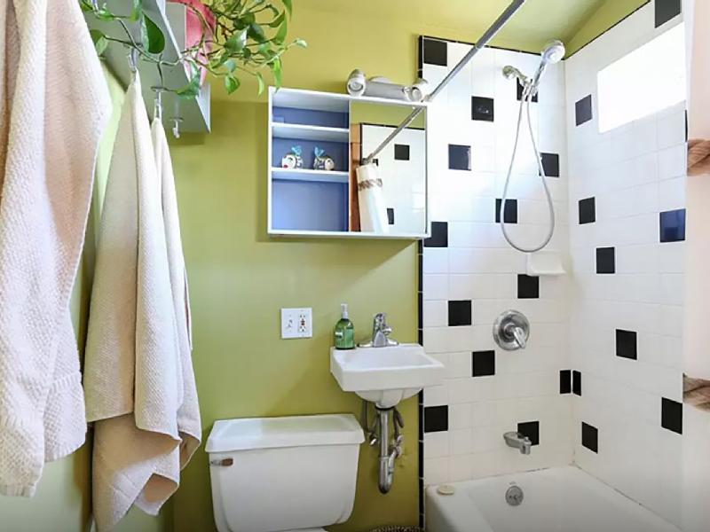 adorable full bathroom