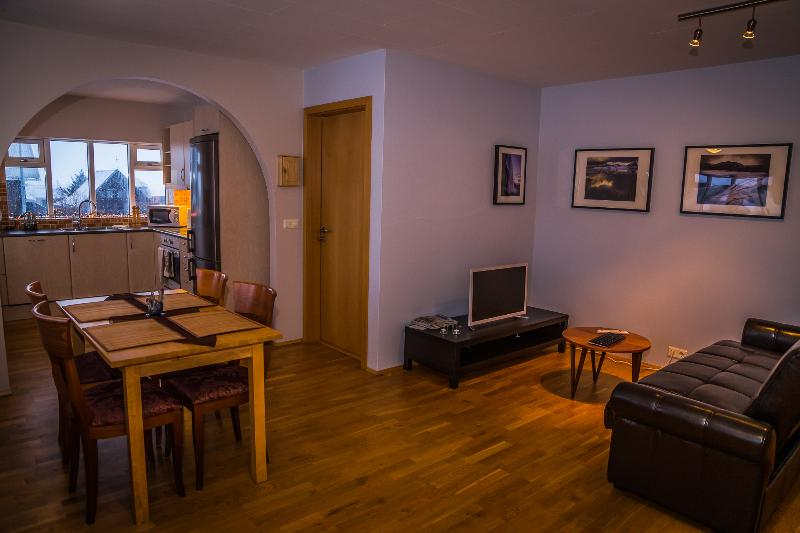Cozy apartment with sea view - Bakki Hostel & Apts, holiday rental in Arborg