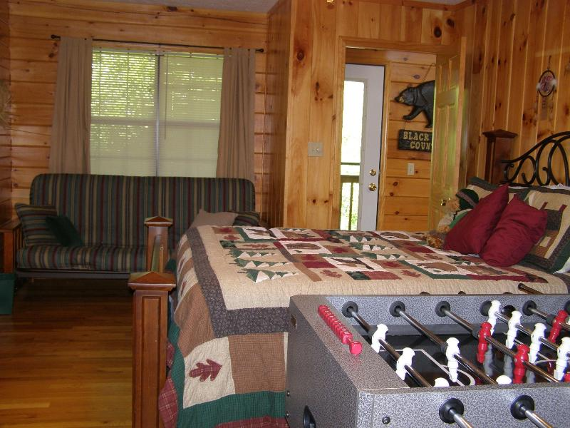 Second bedroom with queen size bed and a futon for extra space