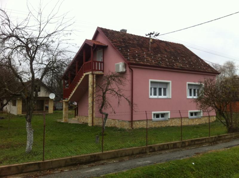 Studio Anka dans petite ferme., holiday rental in Brod-Posavina County
